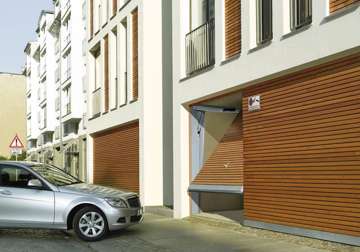 Puerta de garaje comunitario privado